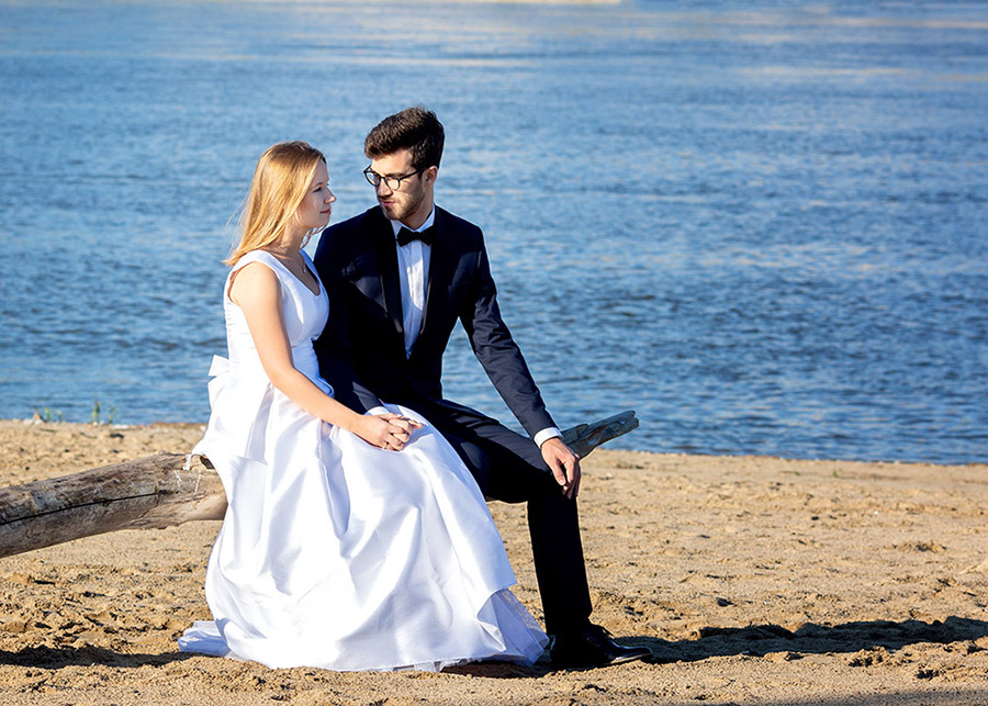 Wedding photo session on the beach Warsaw