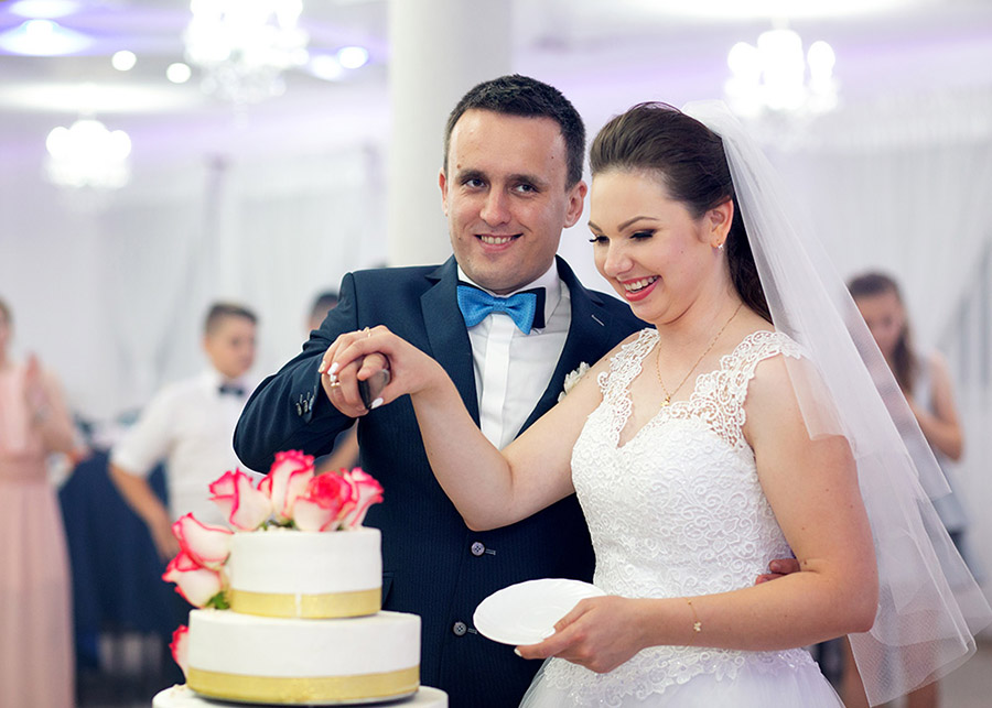 Slicing a wedding cake