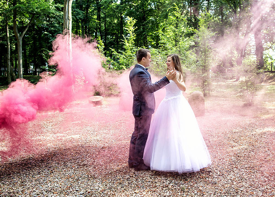 Wedding session with smoke races