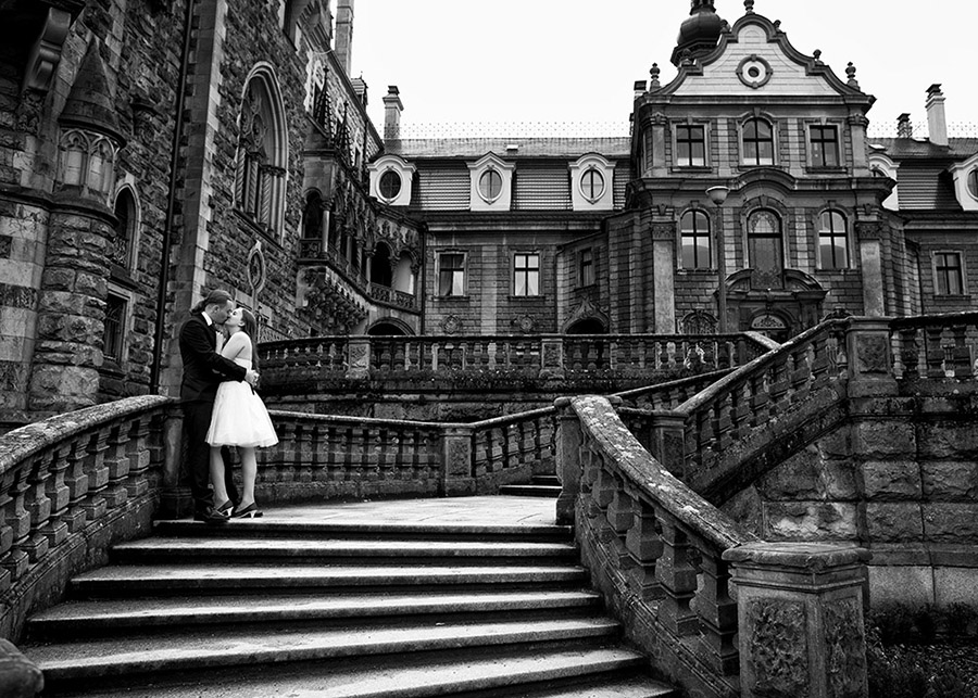 Olga and Krzysztof's outdoor wedding photo session The Moszna Castle