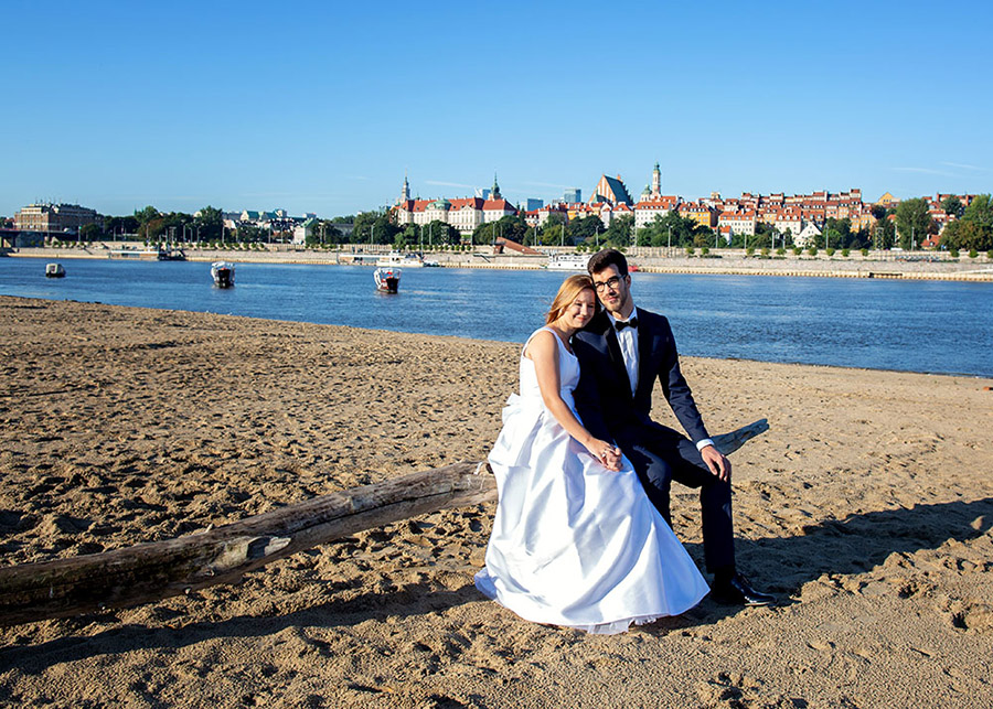 Karolina and Marek's wedding session Beach by the Vistula, Warsaw