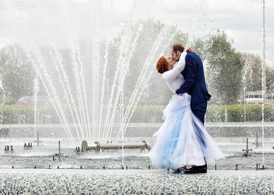 Outdoor wedding session Multimedia Fountain Park in Warsaw