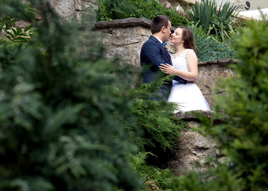 Outdoor wedding session in the Manor House, Chlewiska