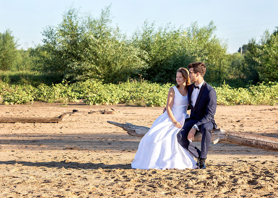 Karolina and Marek's wedding session Beach by the Vistula