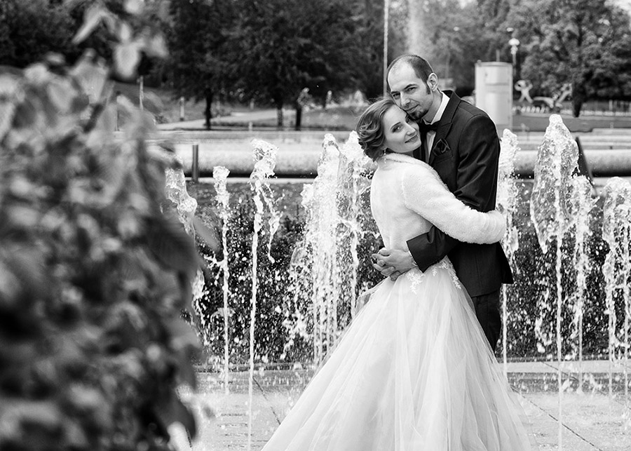 Anita and Łukasz's outdoor wedding session Multimedia Fountain Park in Warsaw